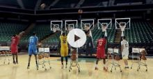 VIDEO: Basketballspieler spielen durch Korbtreffer Jingle Bells